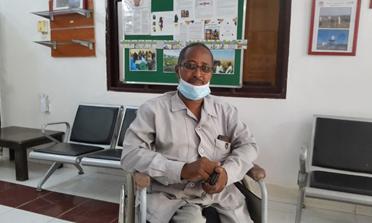 Hisham in zijn kantoor.